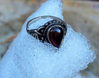 Vintage 1970's Seventies 70's Sterling Silver Filgeree Gothic Garnet Ring size 5