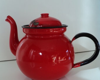Enamel teapot (vintage)