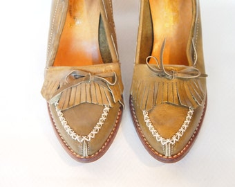 Size 5.5 US Olive Leather Vintage Heeled Moccasins