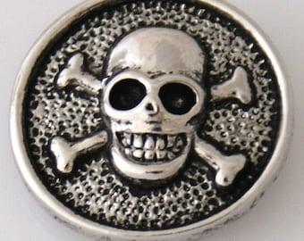 KB2168   Silver Skull & Crossbones Chunk Charm Set on Black