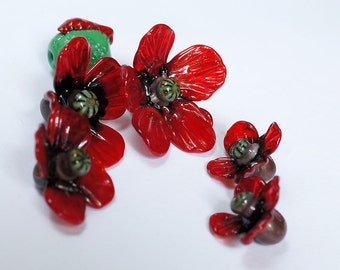 Poppy flower lampwork bead / craft supplies/ beading