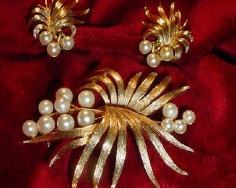 Lisner Gold and Pearl Fireworks Brooch and Earrings