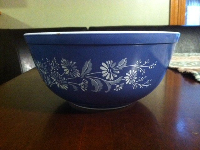 Vintage Pyrex Mixing Bowl 403 Dark Blue With White Daisies