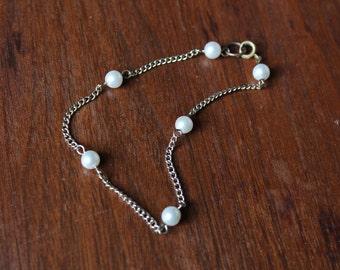 vintage 1950s bracelet // 50s pearl and chain bracelet