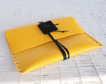 Yellow / black dotted tablet & e-reader case for him and for her Dotted vinyl clutch Handmade ipad case Casual womens vegan handbag clutch