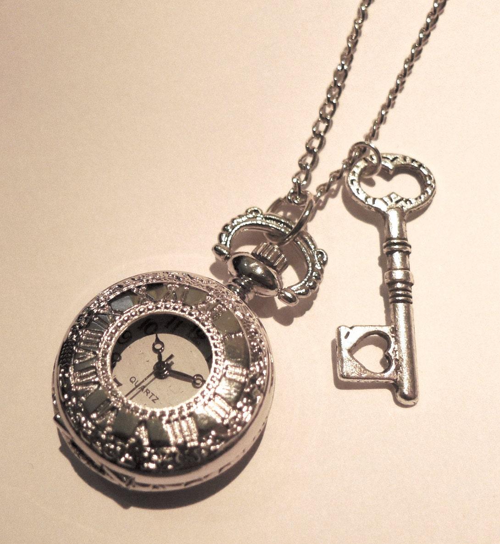 alice au pays des merveilles montre de poche collier bijoux. Black Bedroom Furniture Sets. Home Design Ideas