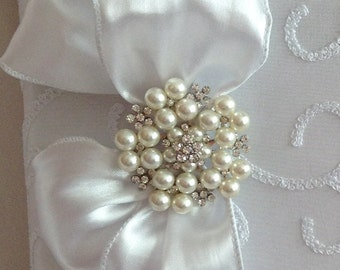 Beautiful!! White Taffeta Wedding Photo Album with Bow and Decorative Brooch to Hold Your Special 4 x 6 Photos