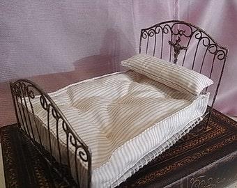 Forging bed vintage, loving marriage.