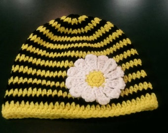 Bumble Bee hat with dasiy .