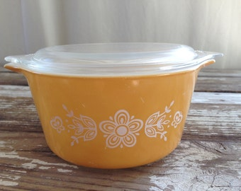 Vintage Pyrex Butterfly Gold 1Qt. Covered Casserole