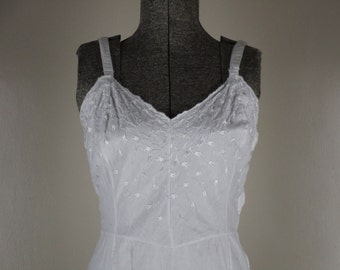 Items Similar To 1940s 1950s Rogers Embroidered White And