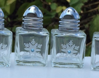 4 Mini Salt & Pepper Shakers - Snowflakes