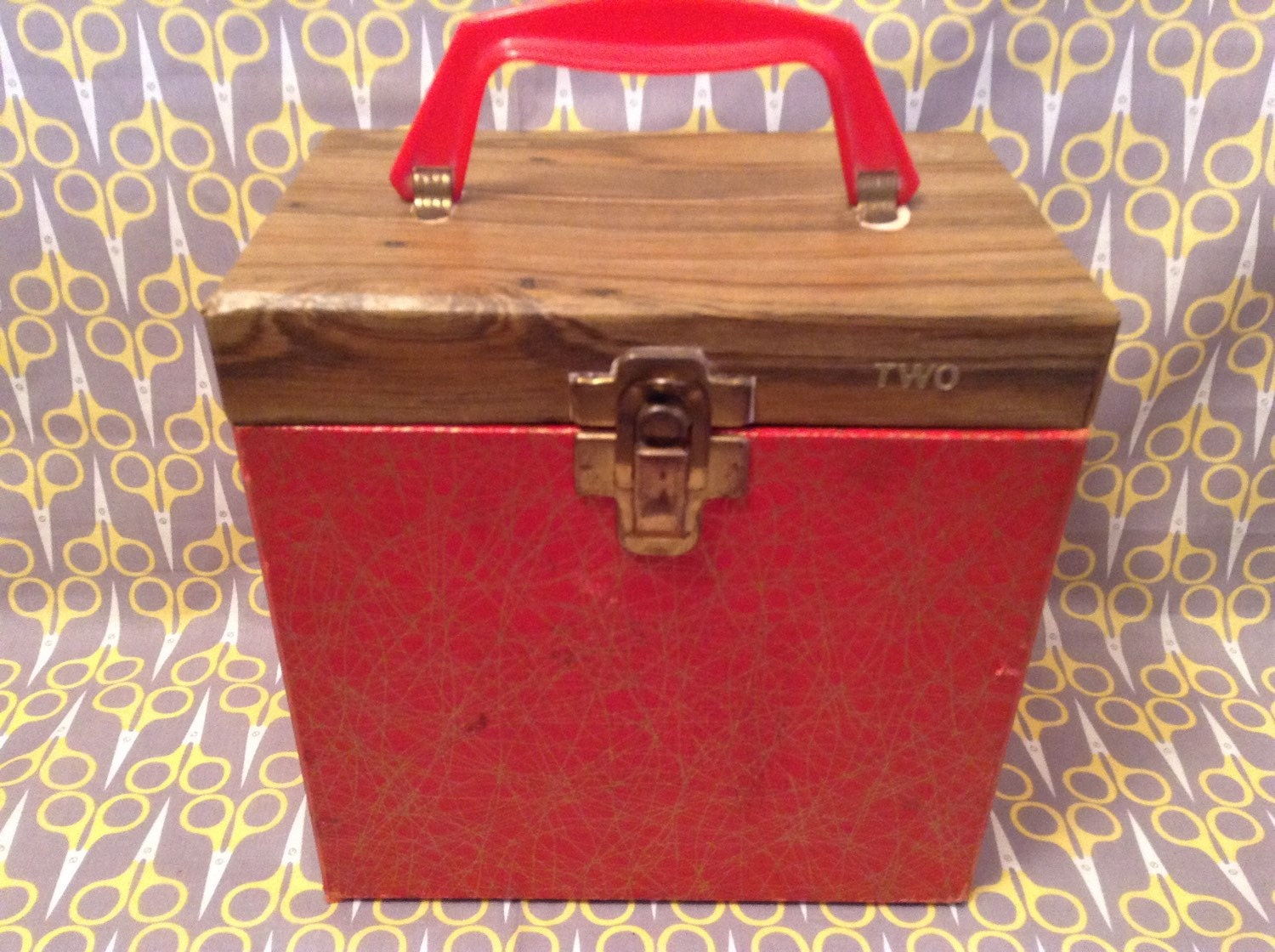 7 vinyl record storage box 45rpm case tote red gold faux. Black Bedroom Furniture Sets. Home Design Ideas