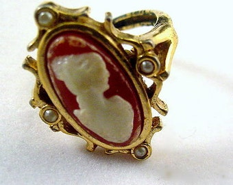 Vintage Avon Faux Cameo Ladies Ring