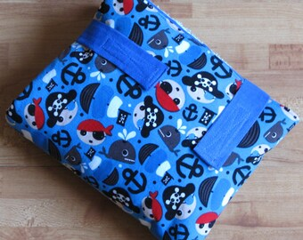 Changing pad, pirates & whales blue