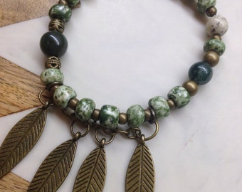 Beaded bracelet with feather fringe deatail