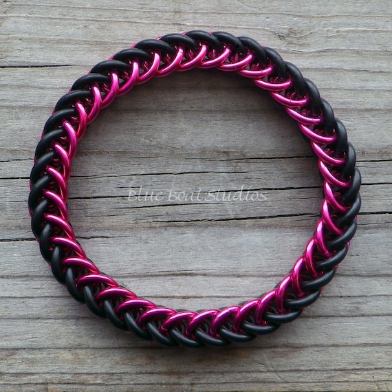 Make A Chain Mail Bracelet: Rubber Chainmaille Bracelet In Pink And Black Stretchy