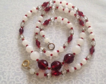 Vintage 1940's white and ruby red beaded necklace