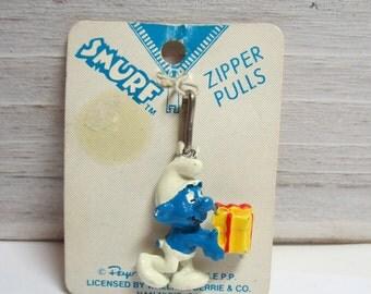 Present Happy Birthday Smurf Zipper Pull