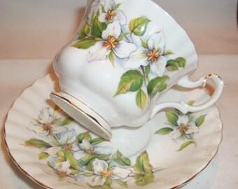 Vintage Royal Albert Tea Cup & Saucer - White Trillium
