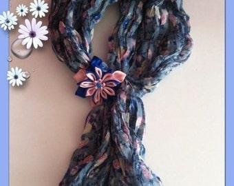 Scarf woman with handmade flower style kanzashi