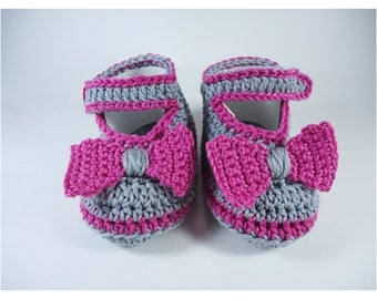 Crochet Baby shoes, Baby shoes, Custom baby shoes, fashion baby shoes, baby accessories with a little bow - Fuchsia