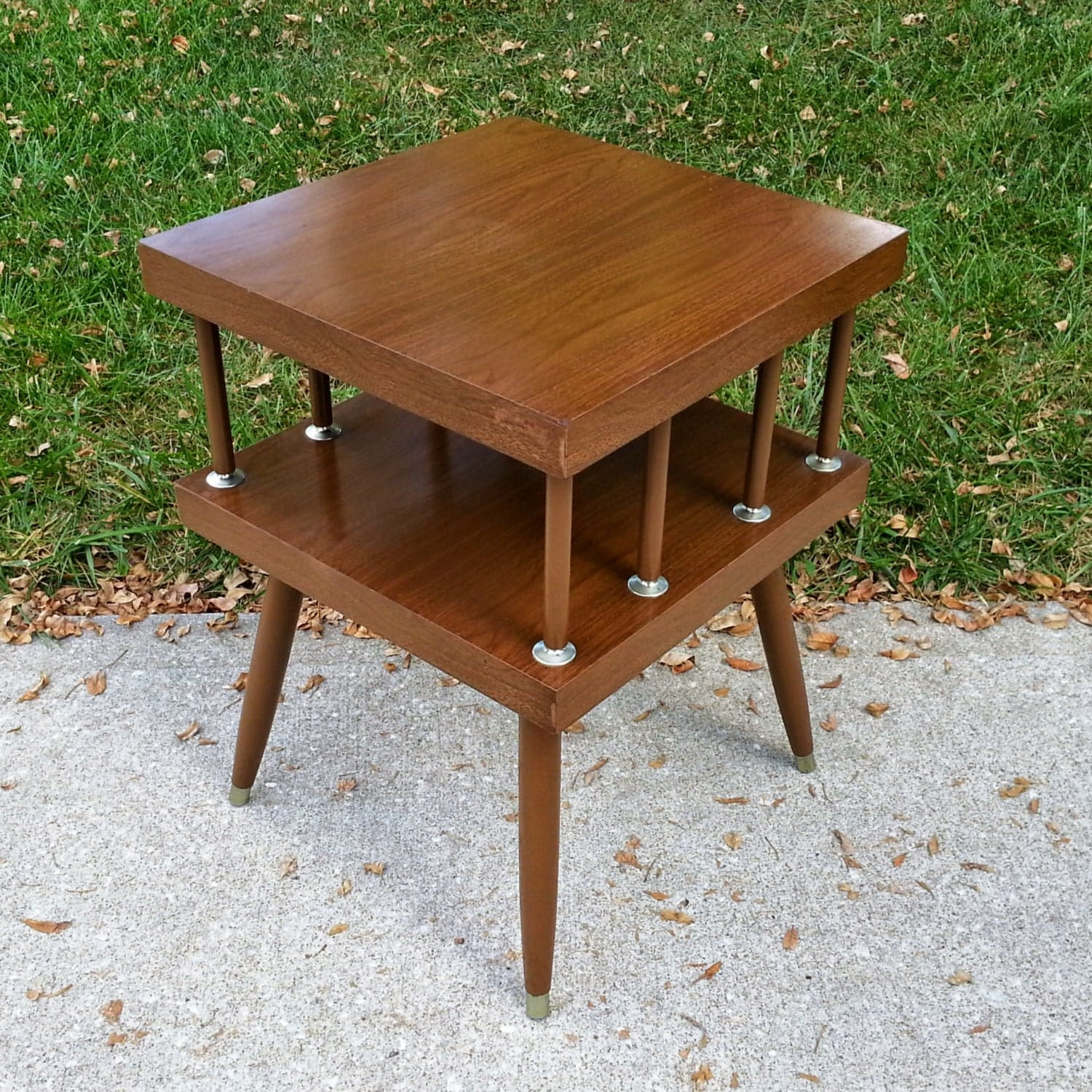 mid century modern faux wood 2 tier end table. Black Bedroom Furniture Sets. Home Design Ideas