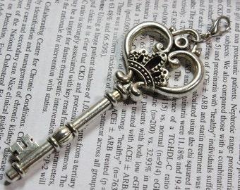 Vintage Style Antique silver Crown Key Charm Pendant, Key Charms Connectors 31*82mm