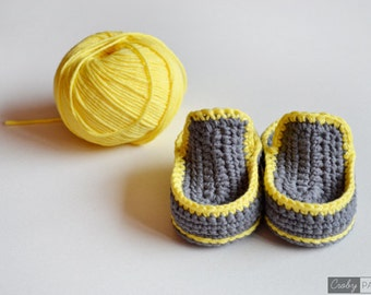 CROCHET PATTERN - Crochet Baby Booties Gray Happiness - Baby Shoes - PDF