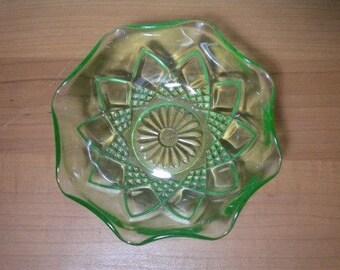 Hazel Atlas Diamond Arches Green Ruffled Berry Bowl