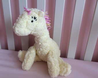 giraffe suffed toy