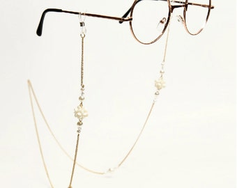 Vintage style gold Eye Glasses Chain with pearl and white carol flower