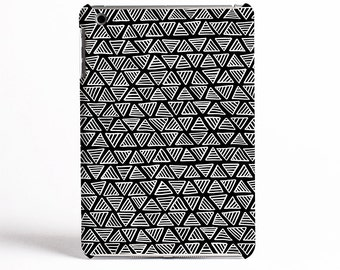 A Monochrome Triangle Pattern Case Design for iPad cases, Samsung Tab cases and Kindle Fire