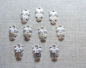 Owl Charms x 10.  Antique Silver Tone - UK seller