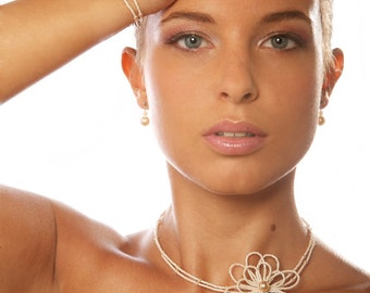 """Bridal necklace """"Camélia"""" hand-made using faceted glass seed beads and pearls"""