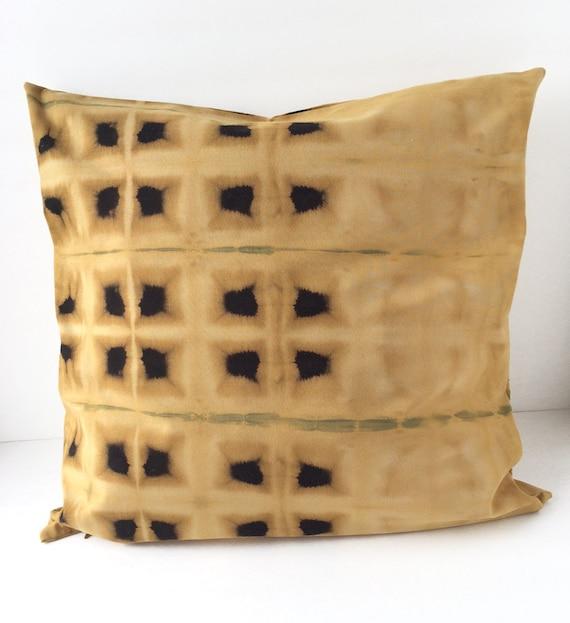 20% OFF SALE / Black and gold decorative pillow / Shibori