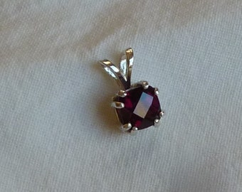 7mm x 7mm square chushion checkerboard cut rhodolite garnet sterling silver pendant with sterling silver baby box chain