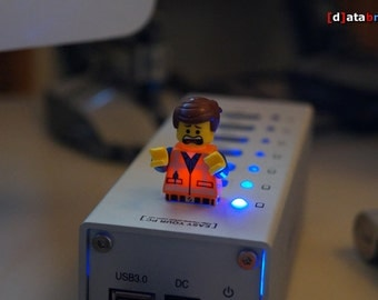 16GB Flying USB Drive in an awesome Lego® Minifigure with Accessories & Magnetgrip