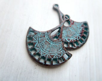 Rustic pendant, metal chandelier fan, ethnic tribal style findings, green patina finish on antiqued copper 26 x 30mm  / 2 pcs - 6BS118