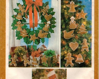 Vintage Simplicity Pattern 9648 - Christmas Ornaments, Wreath & Stockings with Transfer