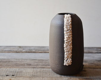 Black stoneware vase with porcelain organic application - decorative vase - Stoneware (grès) Bowl