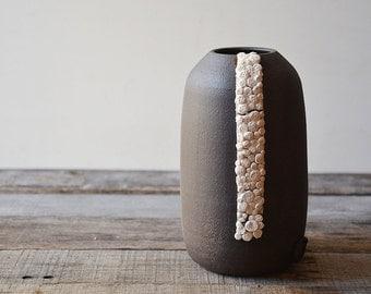 Black stoneware vase with porcelain organic application - decorative vase - Stoneware (grès) Bowl