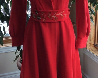 Vintage Italian made robe valentine red floral embroidery small