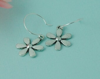 Little daisy flower earrings