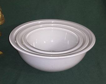 White Pyrex Nesting Bowls Set of 3 / 1990 Pyrex Opaque White Rimmed Nesting Bowls 3 Piece Set
