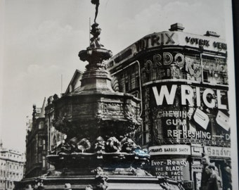Vintage Postcard of London - Eros - Picadilly Circus - 1940s