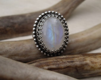 blue flash, oval   moonstone set  in sterling silver  size 5 1/2
