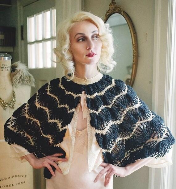 Vintage 1930s Black & Beige Zigzag Moderne Crocheted Evening Capelet