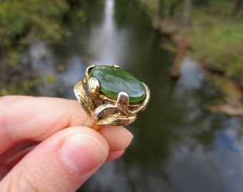 Vintage Sterling Silver Nephrite Jade Ring with Heavy Cast Leaf Setting