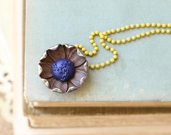 Vintage Woodgrained Metal Flower Necklace, Bohemain Flower, Vintage Button Flower